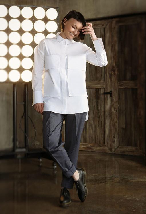 Белая рубашка с большими карманами
