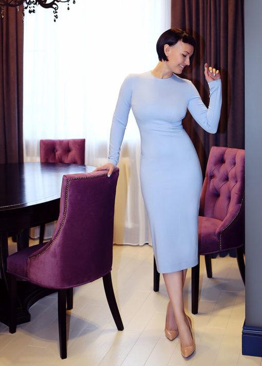 Бледно-голубое платье