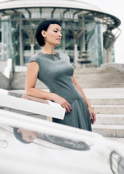 Длинное платье с декоративным воротником вид2