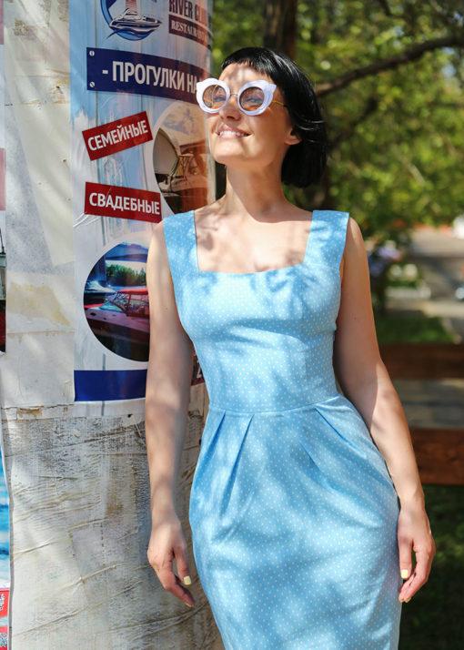 Голубое платье с открытой спиной вид3