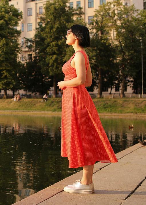 Красное платье в горох вид3