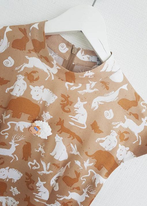 Песочное платье с принтом вид4