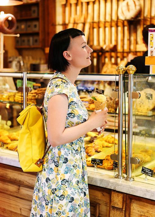 Платье с желтым принтом вид2