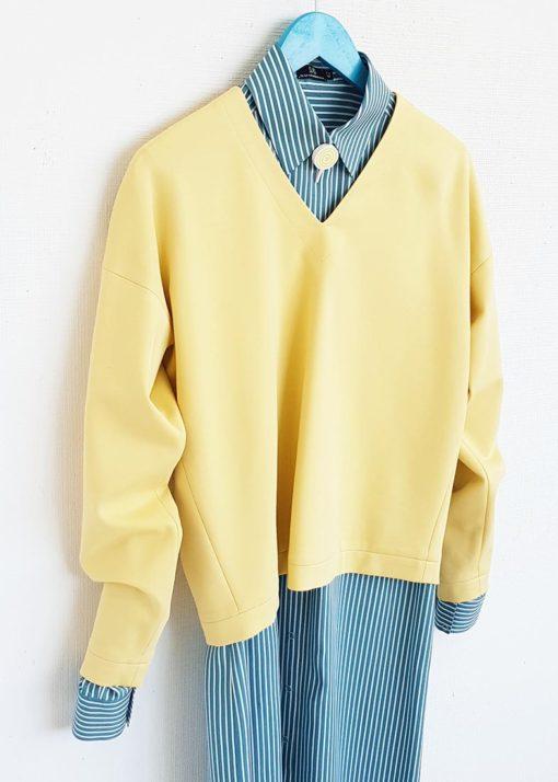 Светло-желтый джемпер