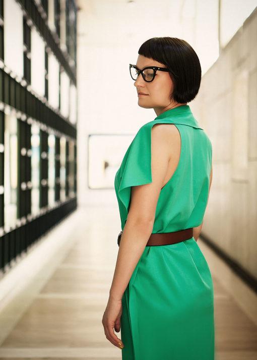 Зеленое графичное платье вид2