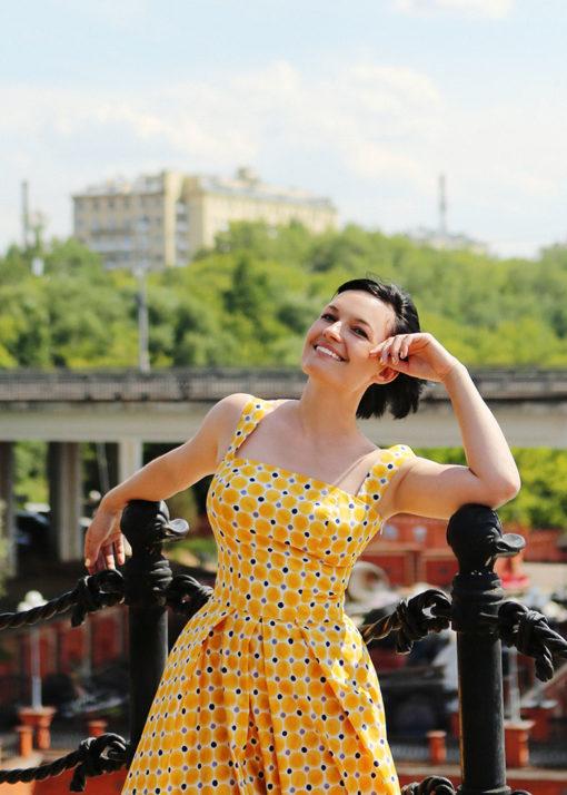 Желтое пышное платье вид3