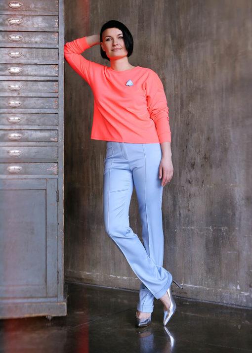Голубые прямые брюки