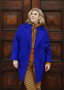 Синее утепленное пальто