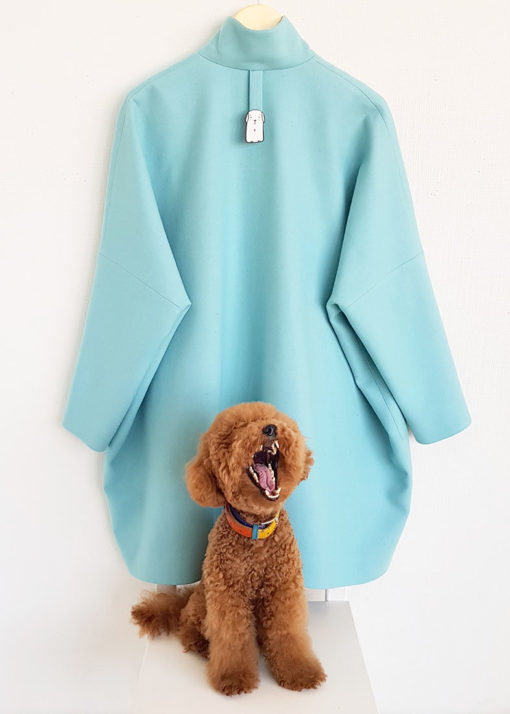 Голубое свободное пальто вид2