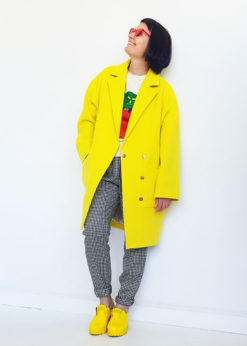 Желтое свободное пальто