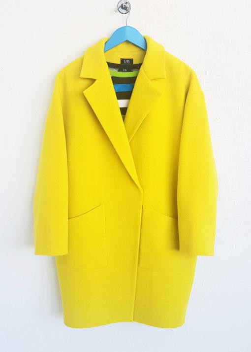 Желтое свободное пальто вид2
