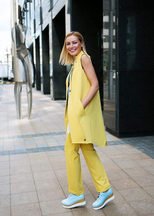 Желтый длинный жилет вид4