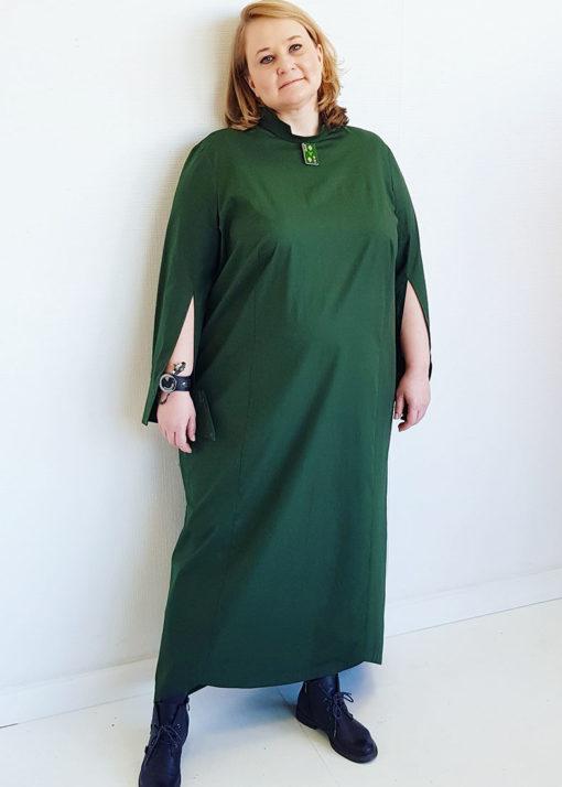 Темно-зеленое платье-рубашка с длинным рукавом