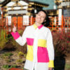 Белая рубашка с разноцветными карманами